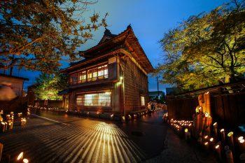 【村上市】幻想的な竹灯籠の灯りとともに、古(いにしえ)の音色を楽しむ