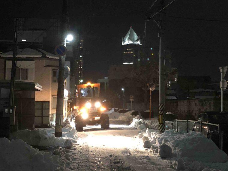 ↑こちらも編集部近く。新潟市役所近くの住宅街。除雪業者さんには本当に何度も助けられました。