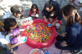 青々とした芝生が広がる公園でイベント開催! ミニゲーム、豚汁のふるまいもあり!