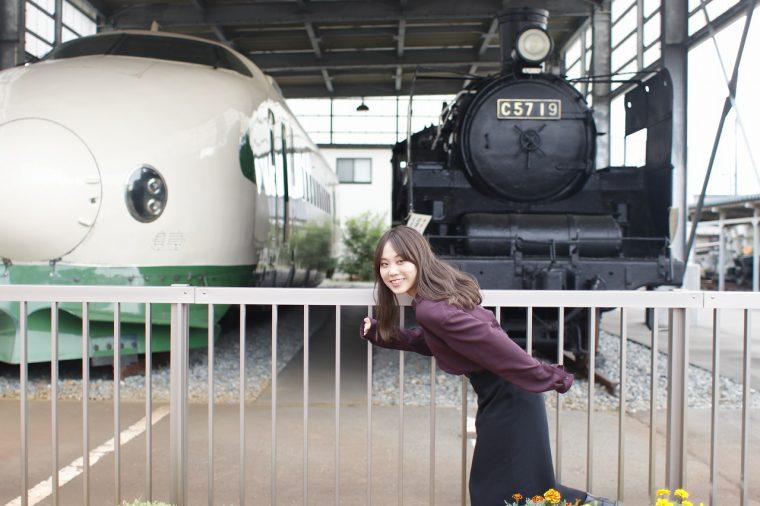 興奮して機関車のポーズ