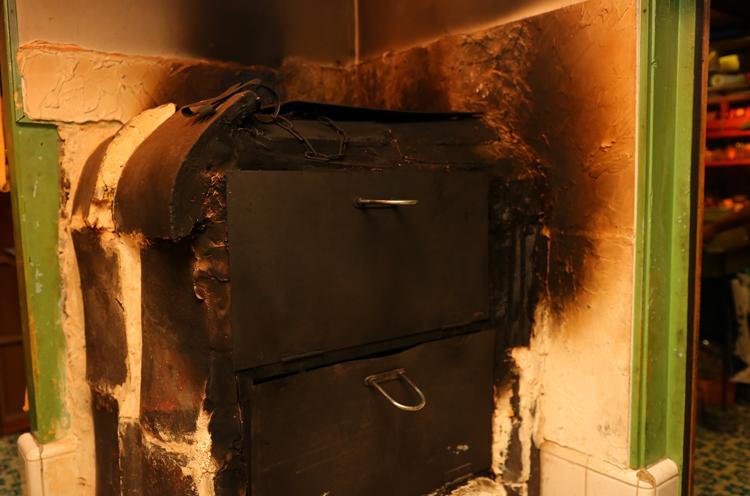お風呂場を改装して作ったパン窯で、おいしいパンを焼き上げます!