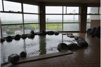 見晴らし抜群!佐渡の平野を眺める温泉施設