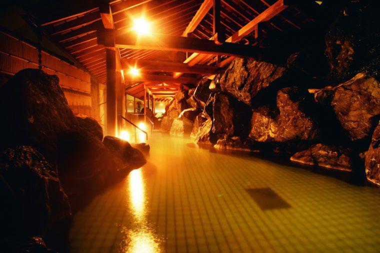 全国随一の硫黄成分の自家源泉で満たされた露天風呂