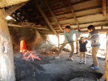 【加茂市】粟ヶ岳周辺で古くから作られていた「岳炭(たけずみ)」の炭焼き体験会
