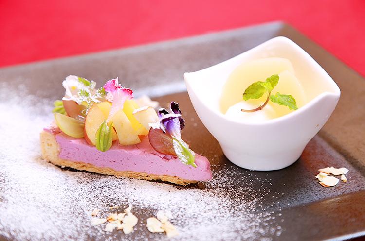 デザートの『紫芋のタルトとレモンのシャーベット』