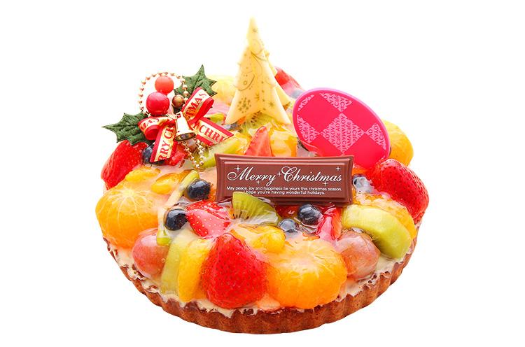 『フルーツタルト』(6号・直径18cm)4,900円+税 (9号・直径27cm)7,200円+税。カフェ青山で一番人気のタルト。イチゴやキウイ、オレンジなど色とりどりのフルーツが贅沢に盛りつけられ、舌でも目でも楽しめます