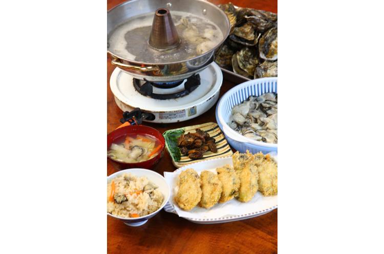 牡蠣のしゃぶしゃぶ、カキフライ、カキご飯、カキの味噌汁、蒸し焼きなどなど・・・