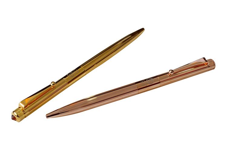 「ROMEO」NO.3 バーチカルライン ボールペン。10,800円