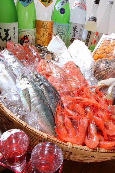 魚の旨さを最大限に引き出した魚料理は、一家だからこそのオリジナリティあふれるメニューも多数。もちろん、肉、野菜料理も旨いと定評あり!