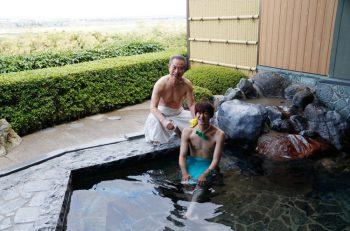 露天風呂からの眺めがサイコー! ごまどう湯っ多里館、いっすねー!