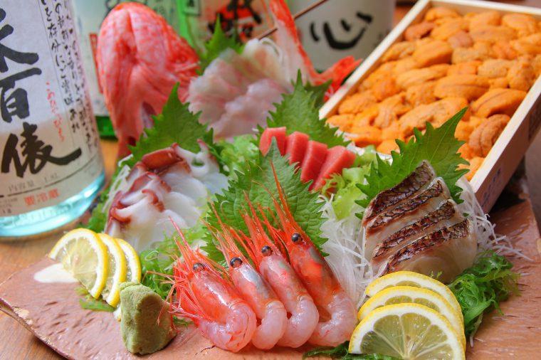 一家と言えば、魚介が旨い店として有名。魚河岸から仕入れた新鮮な魚介を使った寿司・刺身は必食です!