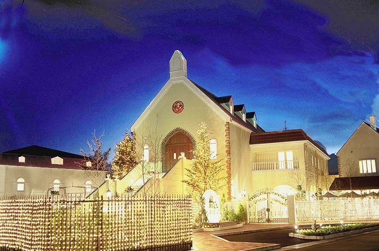 光り輝く建物がロマンチックな雰囲 気を演出してくれる