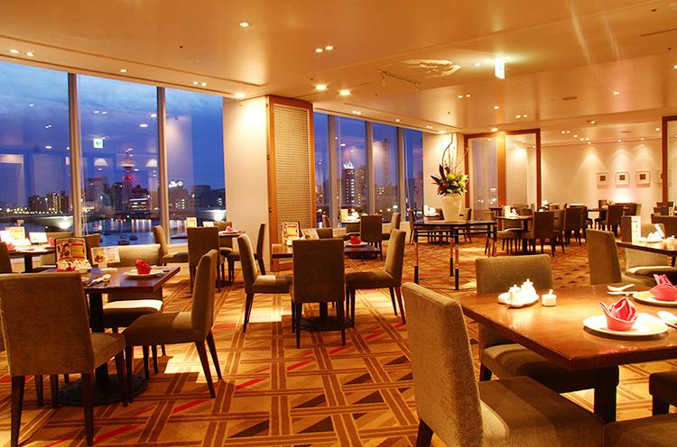 宝石の ような夜景を眺めながら、本格中国料理を楽しみたい