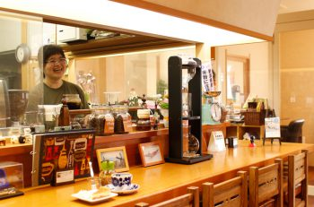 ほんわかムードの胎内の喫茶店。自家焙煎コーヒーを楽しもう