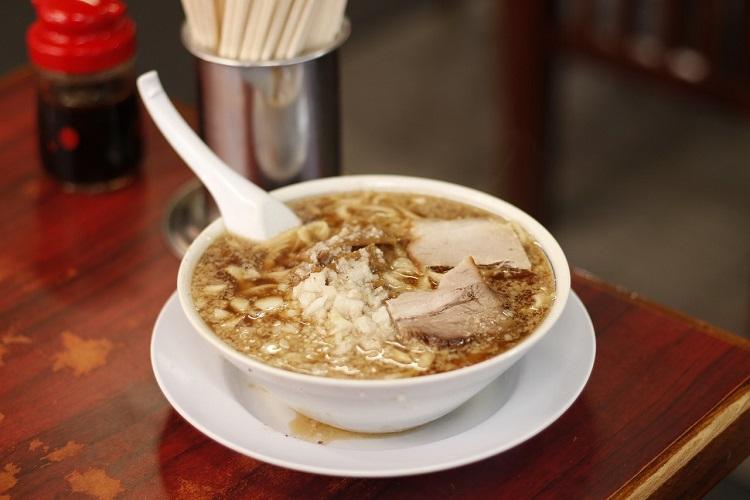 一度食べたらヤミツキ必至! 杭州飯店の『中華そば』(800円)