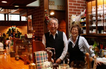 """加茂駅前の老舗喫茶。名物は""""スパグラ"""