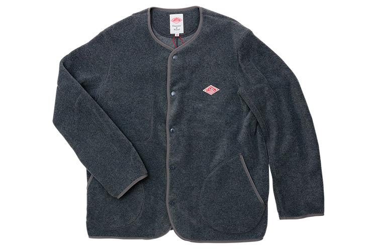 DANTON 『フリース ノーカラージャケット』  すっきりしたデザインで、カーディガンのように気軽に羽織れる。真冬にはレイヤードのインナーなど重ね着にも活躍。色はブラックもあり 15,984円