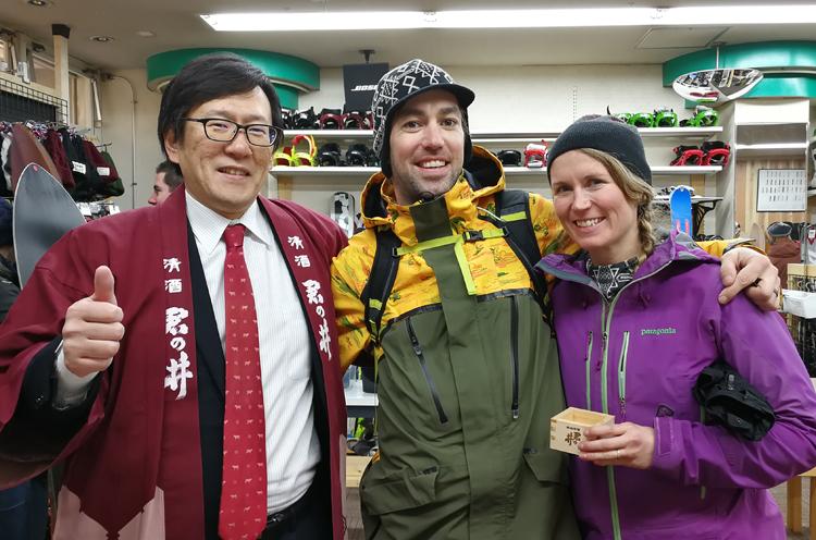 田中さんとイベントに訪れた外国人観光客の方。楽しそう~!