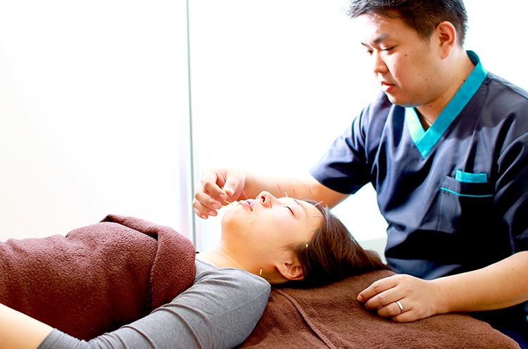 肌本来が持つ回復機能を活性化させ、アンチエイジングへと導くハリウッドスタイル上田式美容鍼灸®