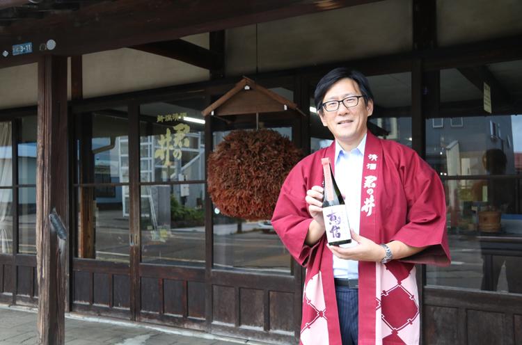 代表取締役専務の田中智弘さん。1979年生まれ1。12月24日生まれ。東京農大卒業後、京都の酒蔵で造りを学ぶ。現職には2008年に就任