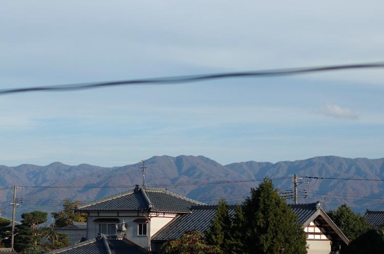 2階のレストランからの景色。五頭山の山並みが見えます