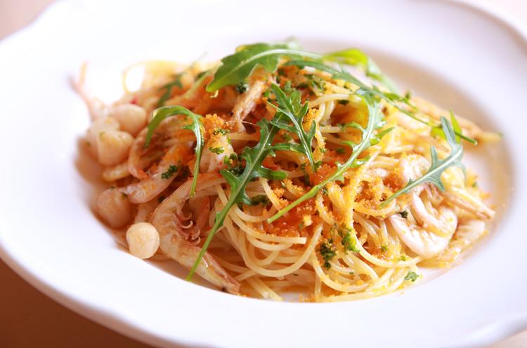 「オリーブオイルとニンニクで 味付けられたシンプルで食べやすいパスタです。殻付き小エビが まるごと食べられるのもうれし い!」とのこと