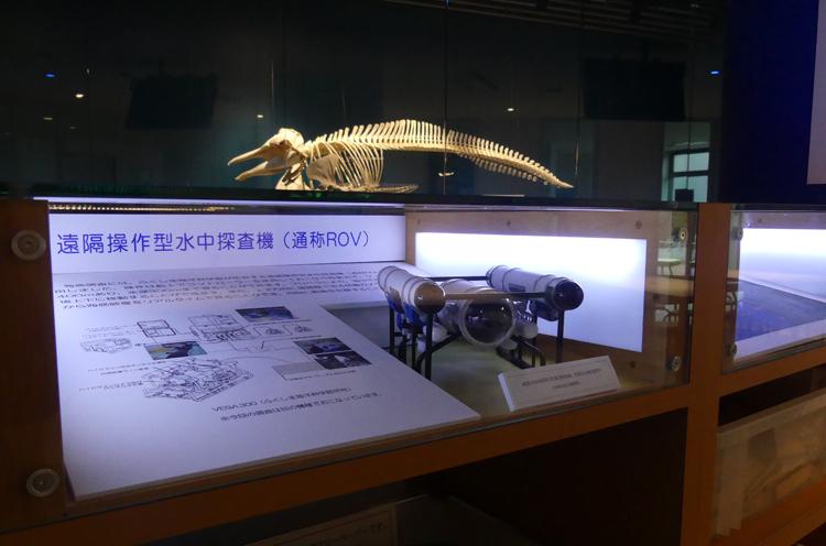 水中探査機(遠隔操作型水中探査機:ROV)の縮小模型
