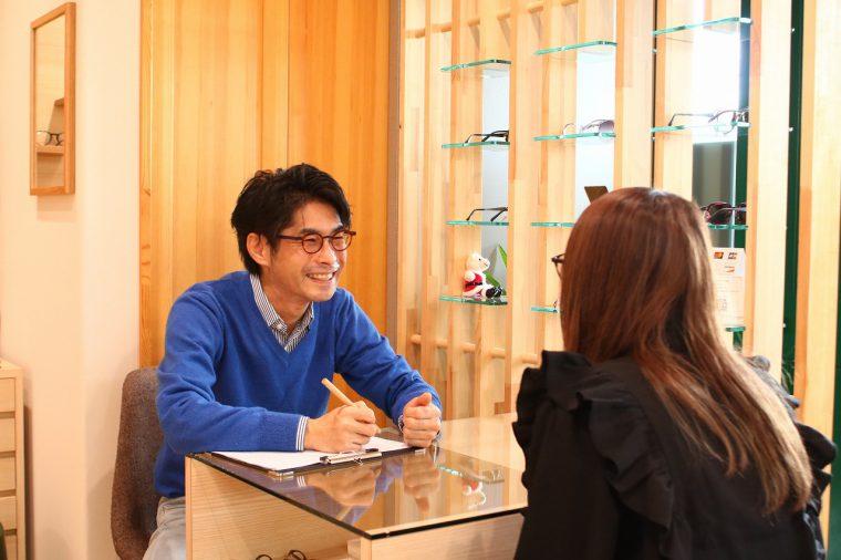 オーナーの長谷川さんがカウンセリング