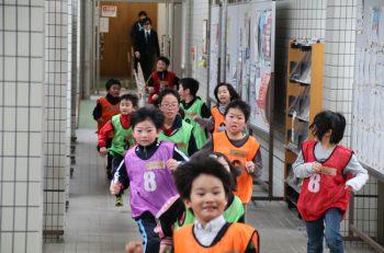 小学生対象の雪遊びイベント。体を動かして寒さを吹き飛ばそう!