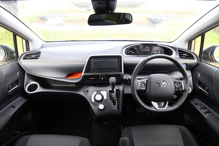 運転席からの見晴らしが良く、とても開放的! ※写真はナビ未装着車
