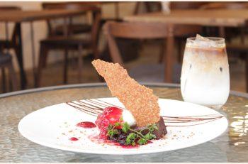 鳥屋野潟を眺めながら至福のひとときを過ごせるカフェ
