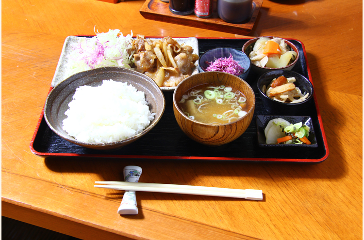 『豚バラしょうが焼き定食』(900円)