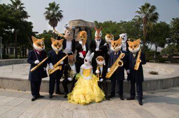 オカピやキツネなどの動物たちが織りなす不思議なコンサート