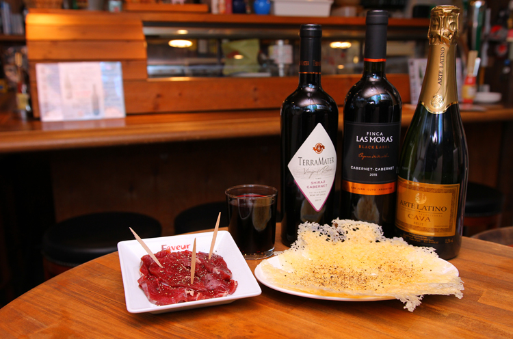 ちょい飲みも◎ 世界のワインとタパスでお出迎え  新潟市中央区万代