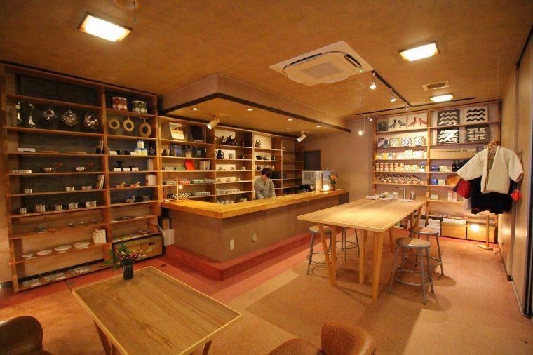 『SAKURA-YA cafe』には弥彦や燕市の特産品なども販売