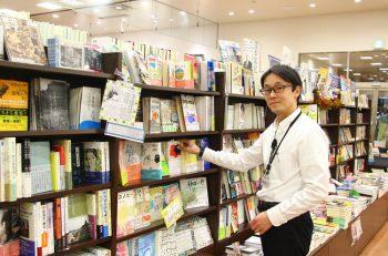 新潟市内最大級の蔵書数を誇るカフェ複合書店