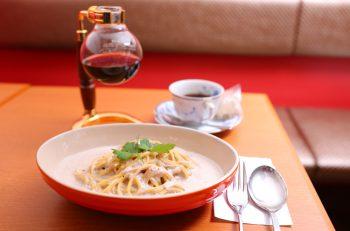 風味のよいマッシュルームがたっぷり! カフェ青山のクリームパスタ