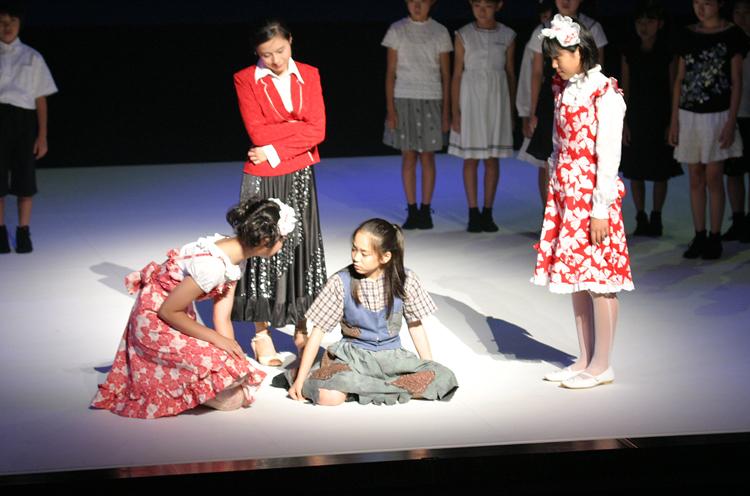 APRICOT2004夏季公演『シンデレラ』より