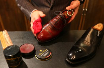 靴磨きや修理はおまかせ!シックなカウンタースタイルの専門店|新潟市中央区女池南