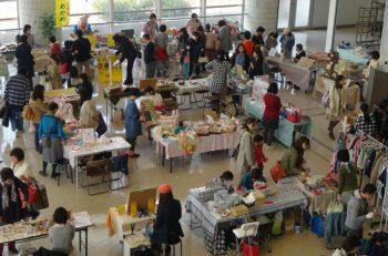 ハンドメイド作品、季節の雑貨、食品、ワークショップなど、さまざまなブースが出店