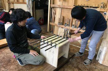 伝統工芸士の職人指導のもと、桐のイスを製作しよう!