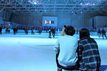 幻想的な雰囲気でスケートを楽しもう!