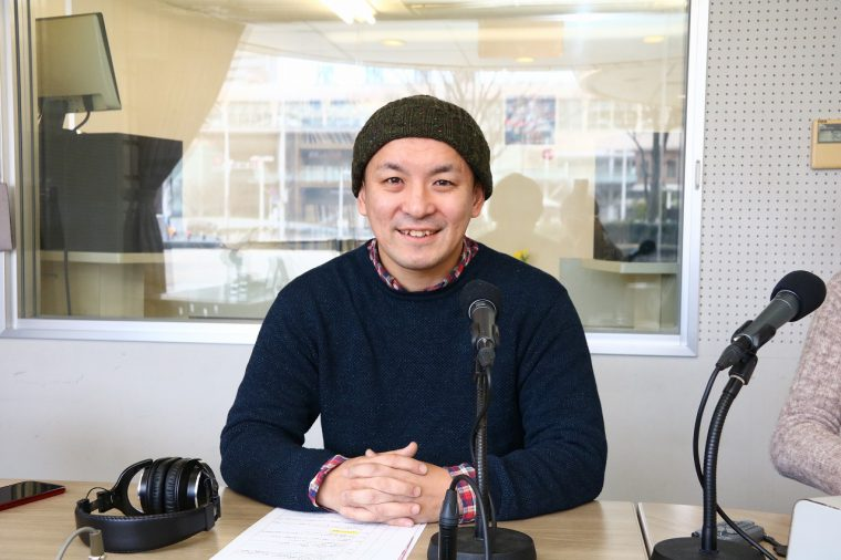 SUZUグループオーナーシェフ 食文化プロデューサー 鈴木 将さん。2007年「おれっちの炙家 ちぃぼう」開店を経て、次々と新潟食材の魅力を伝える飲食店をオープン。地域の魅力を伝える取り組みや、地域食材をいかした自社ブランドも開発している