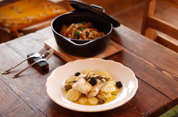 『たらとじゃがいものアンコーナ風』(1,490円)。タラがふっくら柔らかい♡魚のうまみが溶け込んだスープも、それを吸わせたジャガイモも絶品です