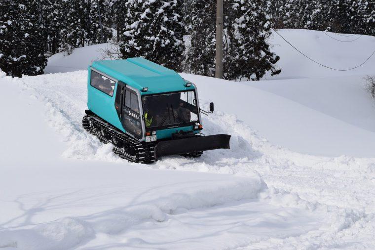 雪上車とスノーモービルの乗車体験もできるよ!
