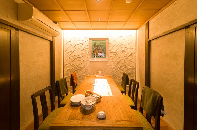 女子会や家族での食事にもピッタリな個室も!