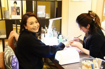 ネイルデコは爪先のメンテナンス重視で大人の女性に人気のネイルサロン!その魅力を常連さんに聞いてみました!