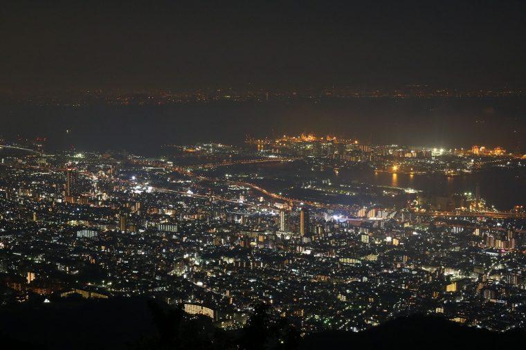 こちらは摩耶山から見た神戸の街並み。ため息が出そうな美しさです…