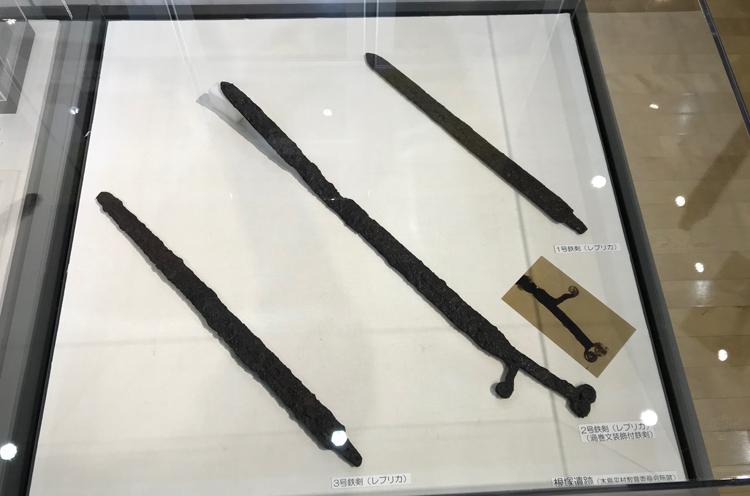 長野県木島平村根塚遺跡出土の鉄剣(複製品)