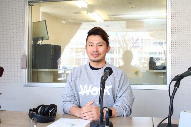 SACO WORKOUT WELL 代表 迫 慶太さん。愛知県名古屋市出身。大学卒業後、オーストラリアに渡ってパーソナルトレーニングを学び、2014 年SACO 設立。「トレーニングは健康になるためのもの」という信念を持つ。